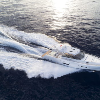 icyacht-exterior-brave-1