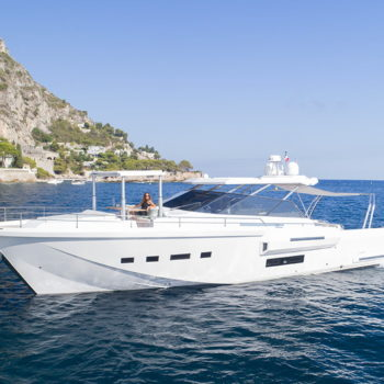 icyacht-exterior-brave-4